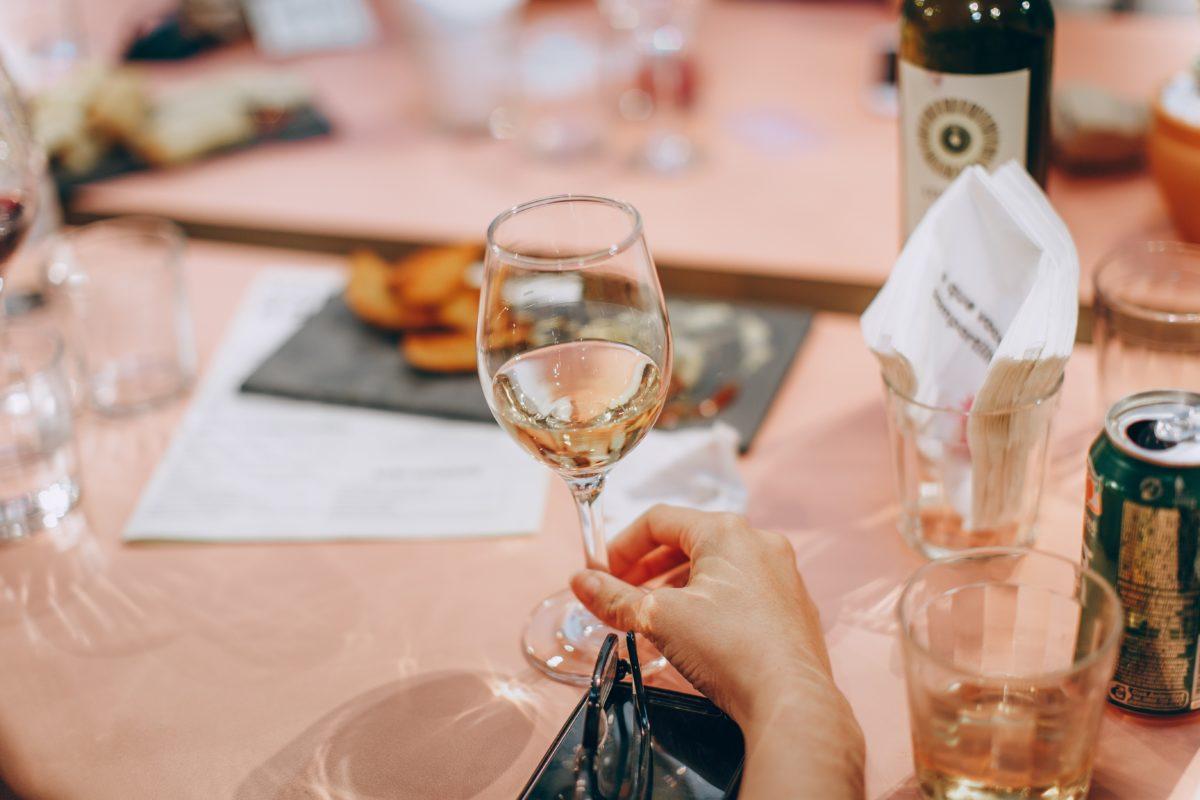 ワイングラスを初めて買うときはどんなことに気を付ければいい?ポイントをわかりやすく解説します!