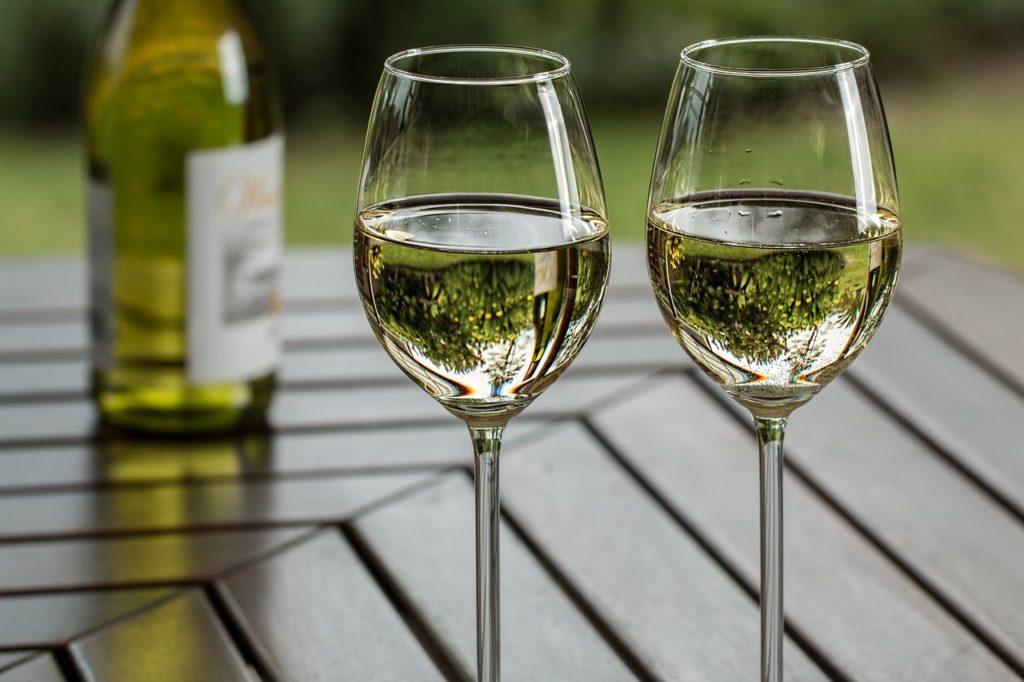 ワイングラスの形状による味わいの違いはどうして起こる?