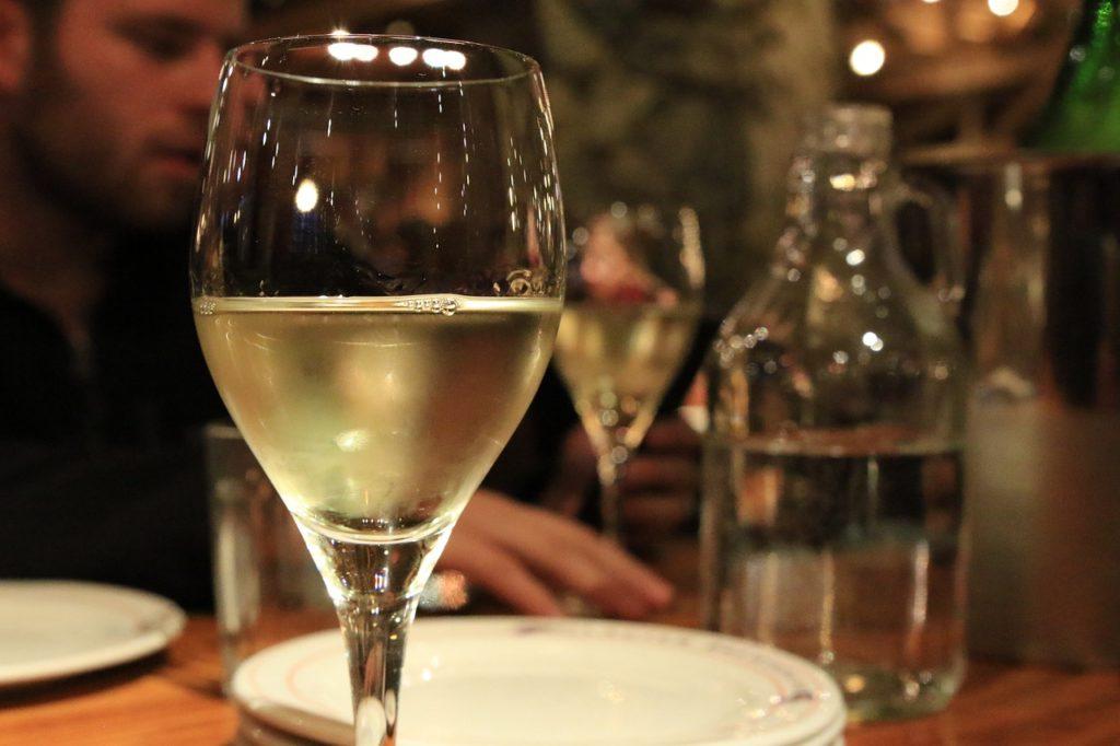 白ワインを簡単に美味しく飲む2つの方法