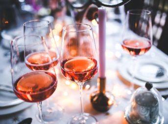 ロゼワインの作り方をわかりやすく解説!あの美しいピンクはこうやってつくられる【ワイン入門編】