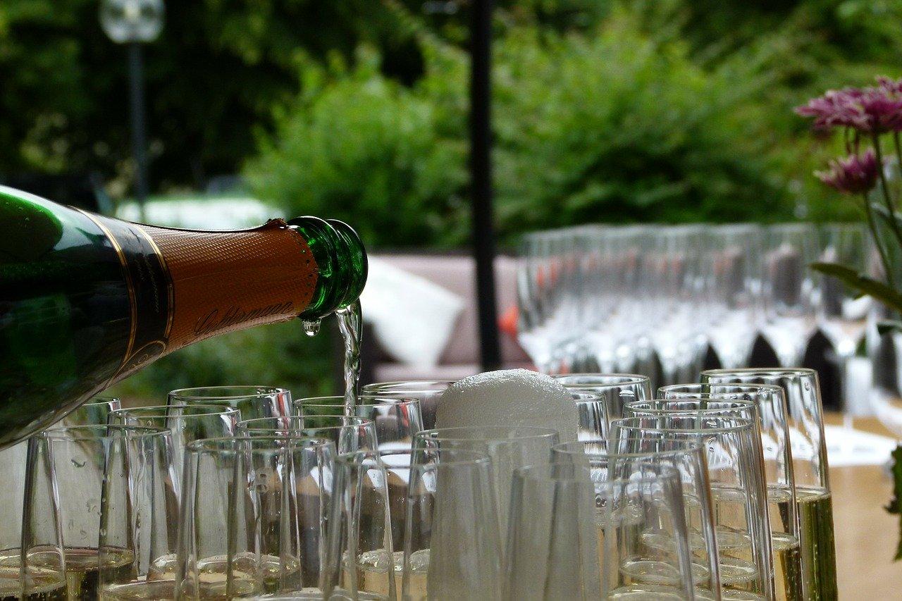ワインを注ぐときのマナー
