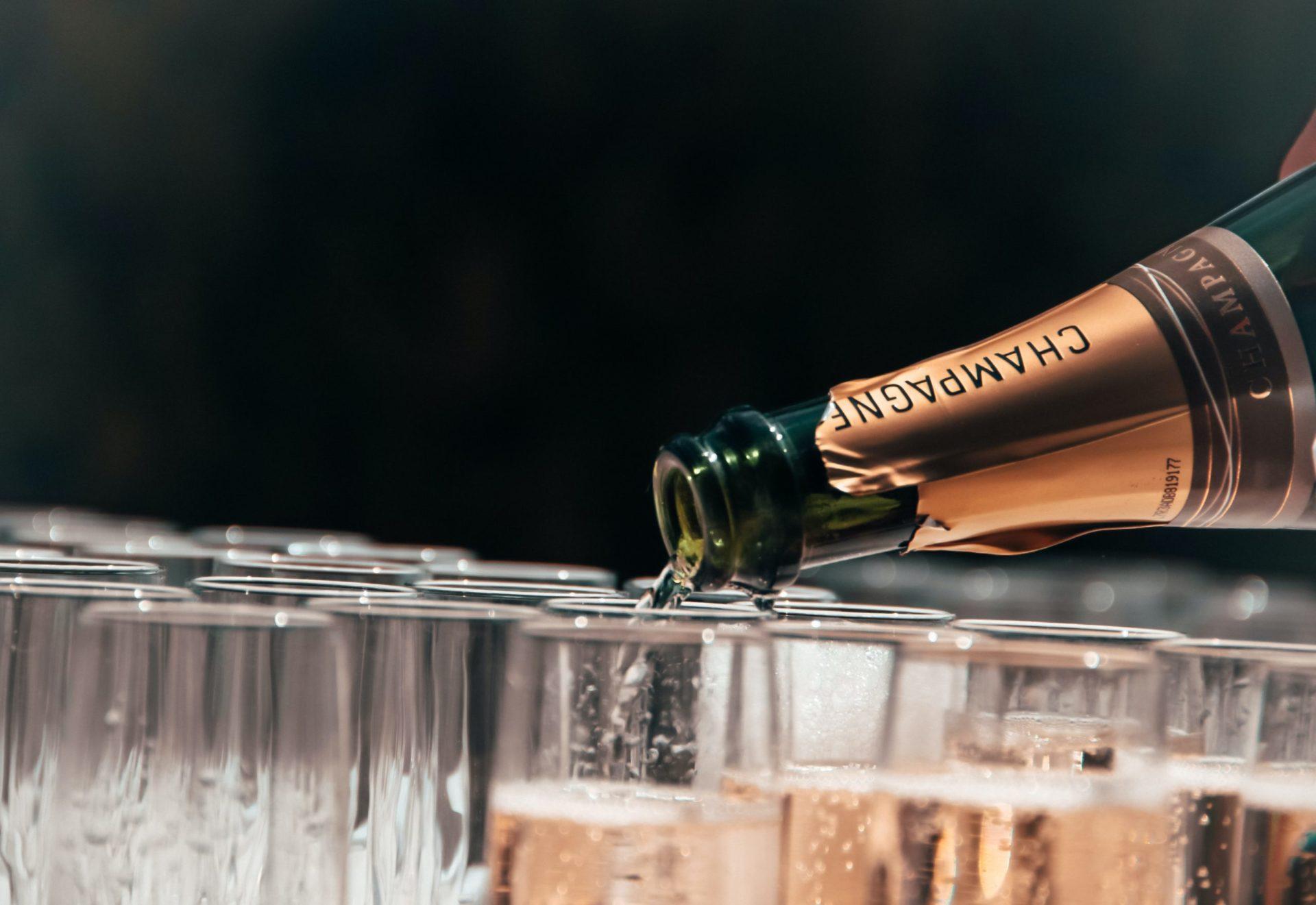 シャンパーニュとスパークリングワインの違いとは