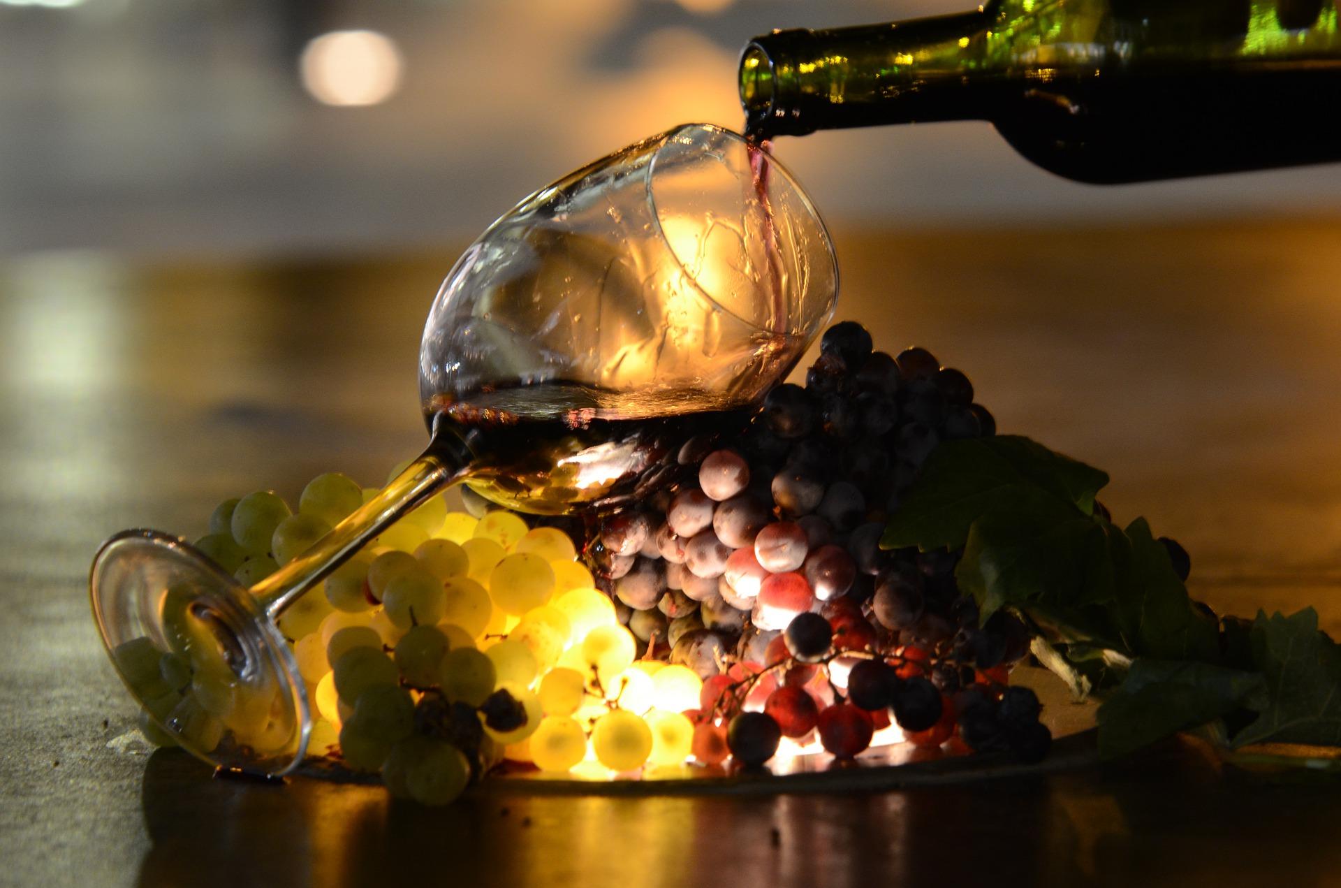 上手なワインの注ぎ方とコツとは?マナーを知っていればあなたもデキル大人です♪