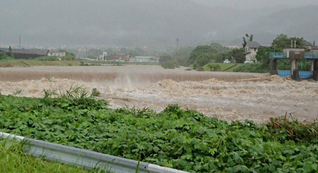 台風通過後に時間差で起こる河川の増水、氾濫