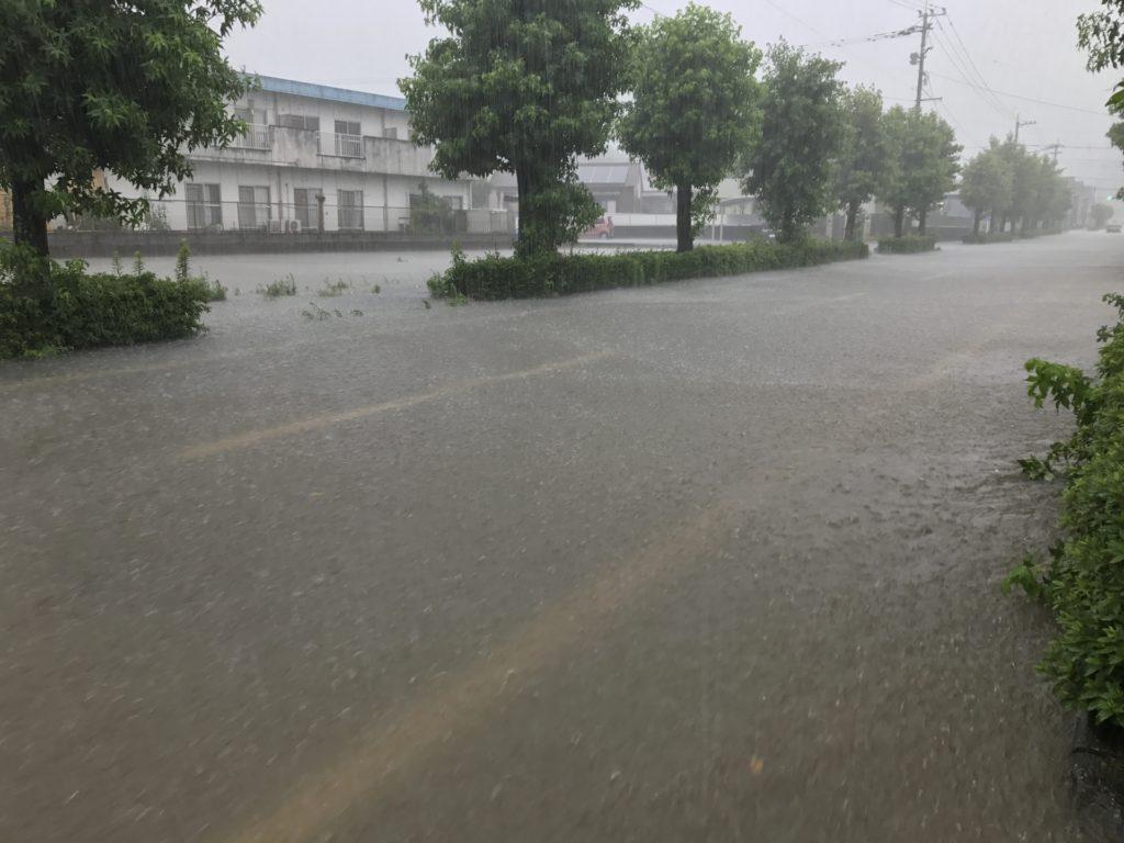 台風通過後に道路が冠水している場合の注意点(徒歩の方)
