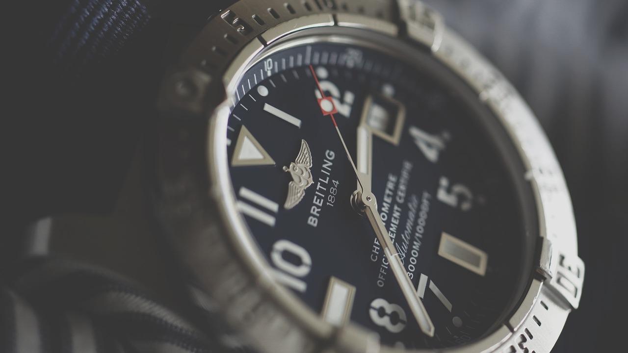 腕時計の機械式とクォーツの違いってなに!?ベルトは金属と皮どっちがおすすめなの?