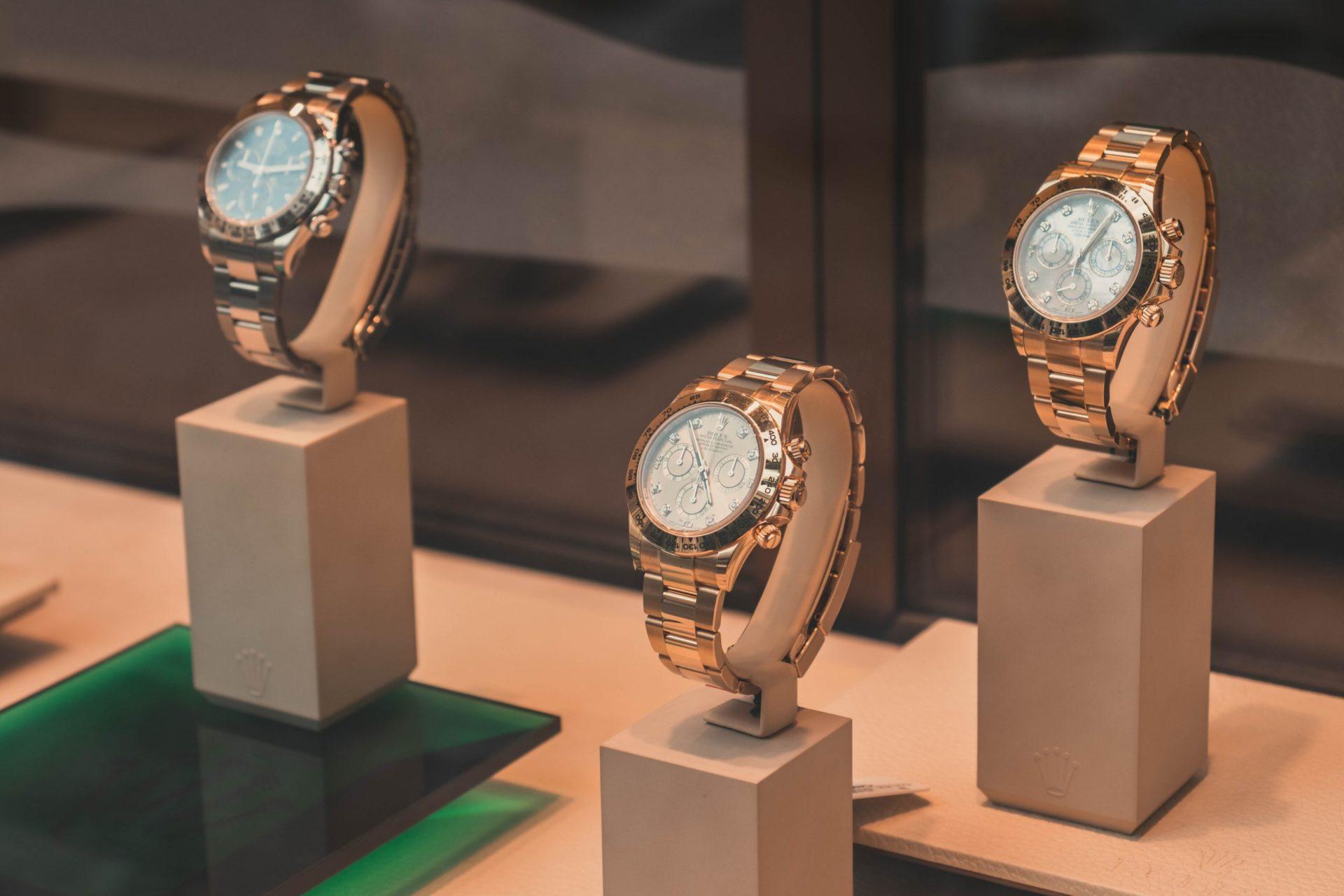 高額な腕時計を購入するときに気を付けること