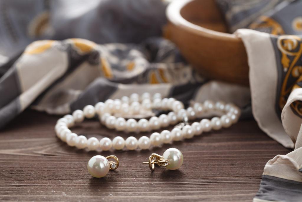 真珠のネックレスを買うときにおすすめのお店の選び方