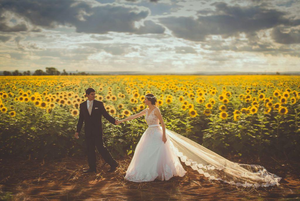 結婚記念日って婚姻届けを出した日?それとも結婚式を挙げた日?