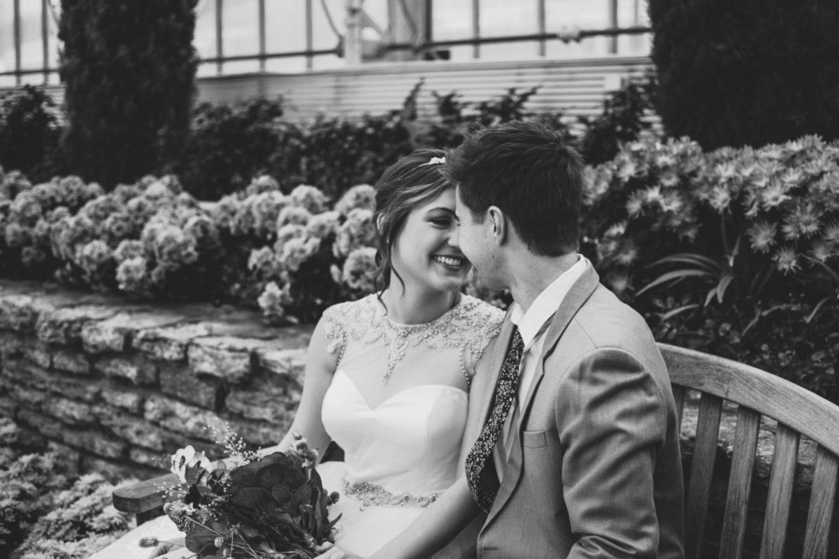 【結婚記念日】妻のこぼれる笑顔が見たい旦那さんの記念日ジュエリーの選び方